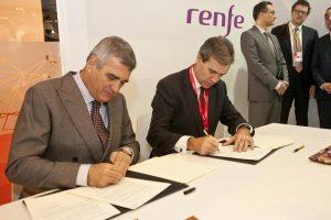 Los presidentes de Renfe y Baleària firmando el acuerdo en Fitur. Foto: Renfe.