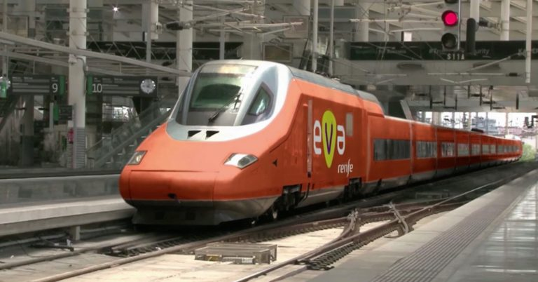 Renfe presenta el Eva, el smart train low cost que unirá Madrid y Barcelona