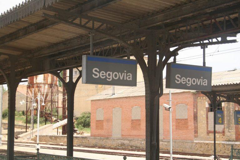 Andenes de la estación de Segovia fotografiados por MarinoCarlos.
