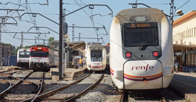 Trenes de Renfe en la estación de Figueras. Foto: Jordi Verdugo.