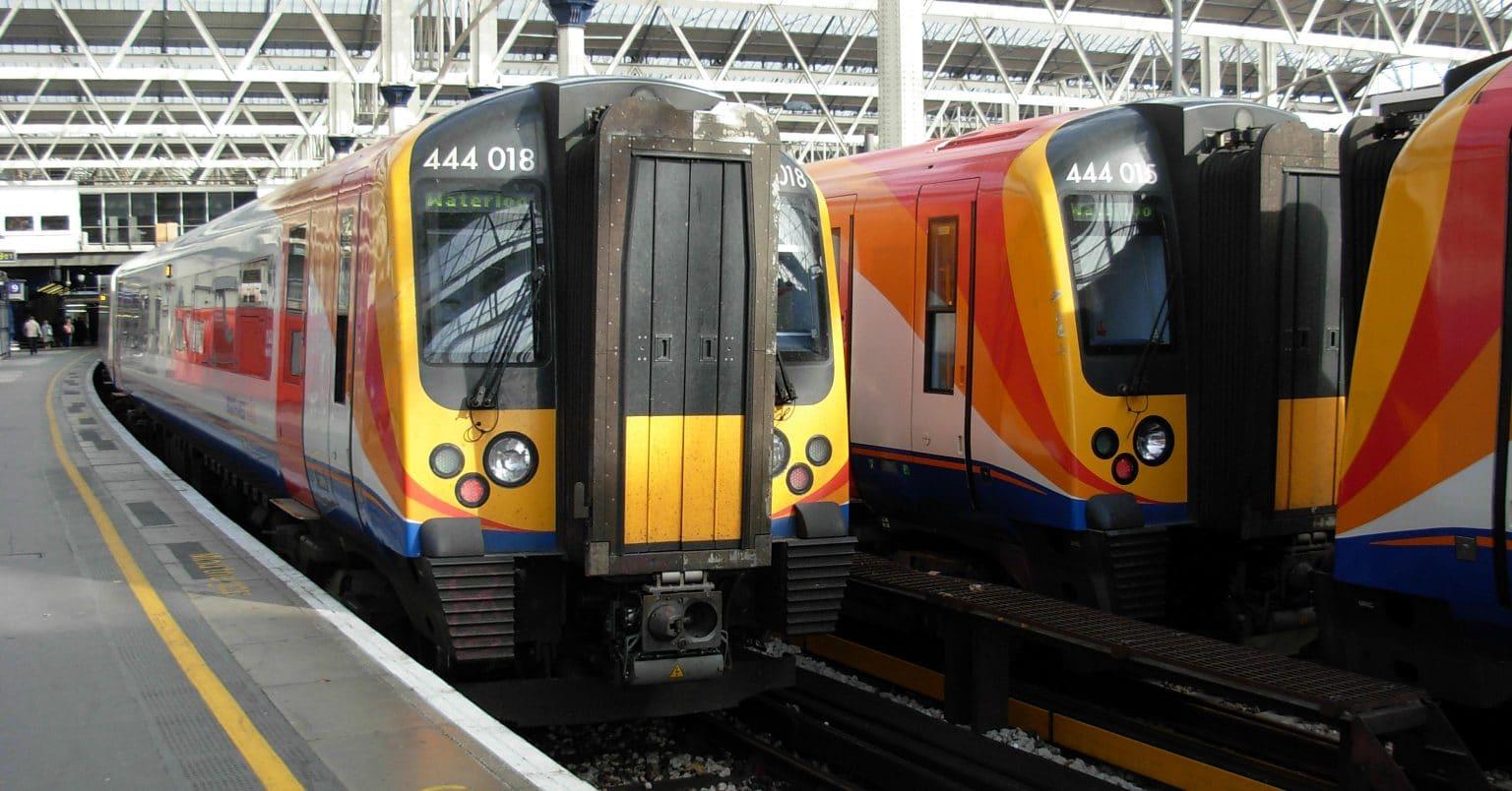 Unidades 444 en los andenes de la estación londinense de Waterloo. Foto: Miguel Bustos.