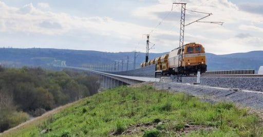 Danesa de COMSA en el viaducto de Requejo, en el tramo de la línea de alta velocidad Pedralba-Orense. Foto: Adif