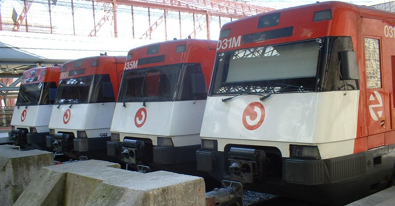 Unidades de Cercanías de la serie 446 luciendo su librea original en Príncipe Pío. Foto (CC BY NC SA): Miguel Bustos