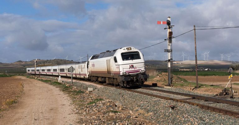 Altaria Algeciras-Madrid pasando por Campillos. (CC BY-NC-SA) David Gubler
