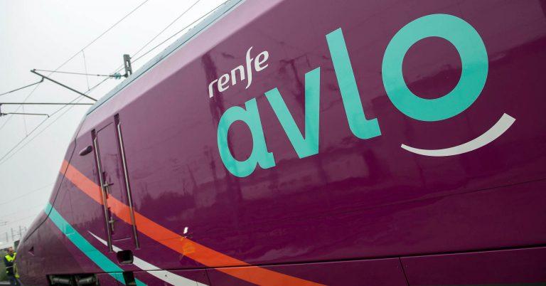 Primera unidad de la serie 112 con la decoración Avlo, durante su presentación en diciembe. Foto © Renfe.