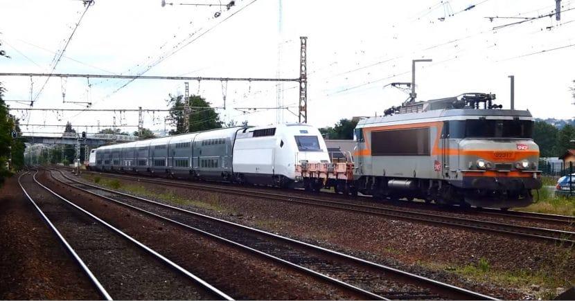 Traslado del Eurodúplex 807 Falbalá a España. Foto: © RailSpotting FR