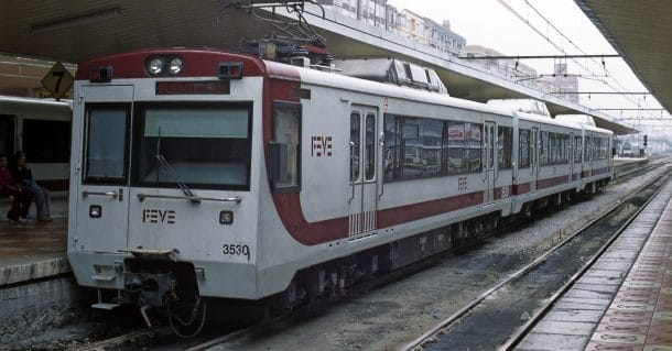 UT 3530 en la estación de Santander. Esta serie será dada de baja cuando los nuevos trenes adjudicados a CAF entren en servicio. Foto (CC BY SA): Falk2