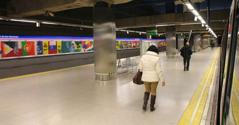 Andén de la línea 8 en Feria de Madrid, estación desde la que saldrá la línea de metro a Valdebebas. Foto: Dracenae.