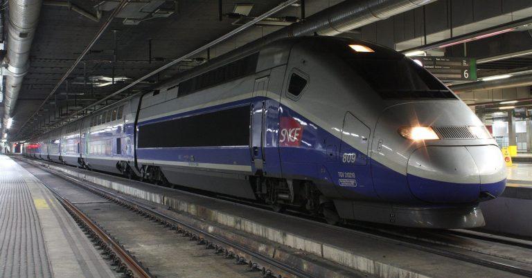 TGV Eurodúplex estacionado en Barcelona prestando servicio para Renfe-SNCF en cooperación. Foto (CC BY ND): Daniel Luis Gómez Adenis.