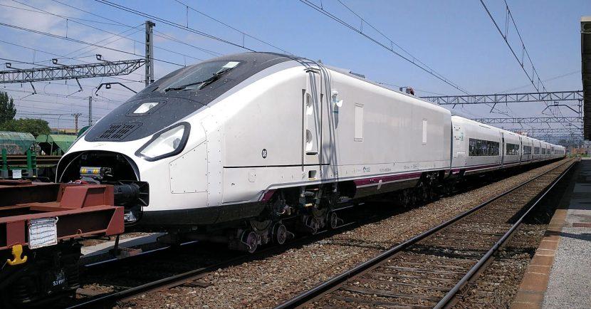 Talgo Avril 106-008 estacionado en Miranda de Ebro. Autor desconocido.