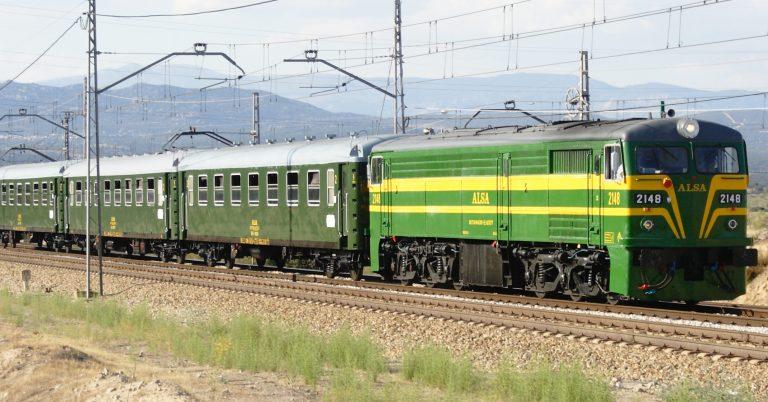 Tren de Felipe II circulando por las inmediaciones de Madrid. Foto (CC BY SA): Daniel Luis Gómez Adenis