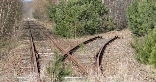 Este tramo clausurado de la línea Wittenberge–Strasburg a su paso por Mirow podría volver a la vida. Foto (CC BY SA): Niteshift