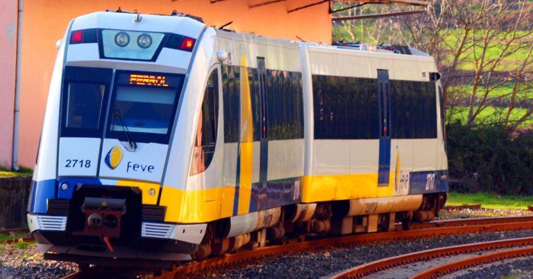 Unidad 2718 de vía estrecha de Feve circulando por Viveiro. Foto (CC BY SA): Enrique Pernas