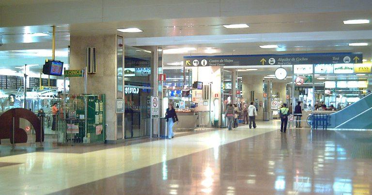 Vestíbulo de la estación de Chamartín en 2006. (CC BY SA) Luis García