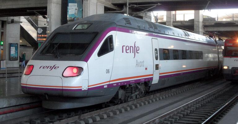 104-006 prestando un servicio Avant en la estación de Córdoba. Foto: Falk2