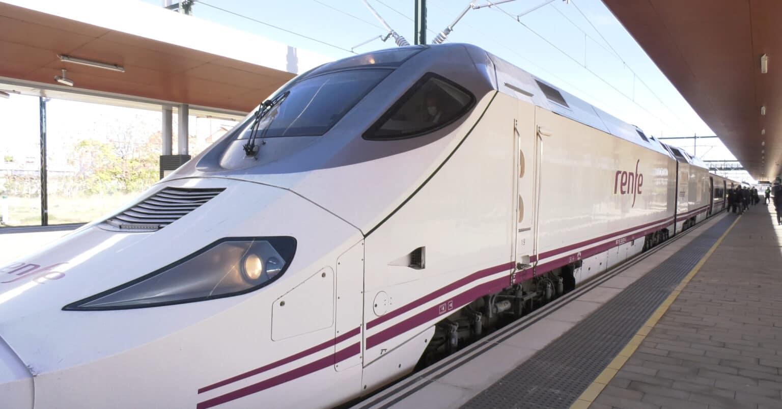 730-019 estacionado en la nueva estación de Sanabria Alta Velocidad durante el acto inaugural.