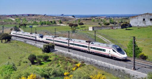 Doble de 114 realizando un Avant Madrid-Valladolid pasando por Tres Cantos. Foto (CC BY NC SA): André Marques