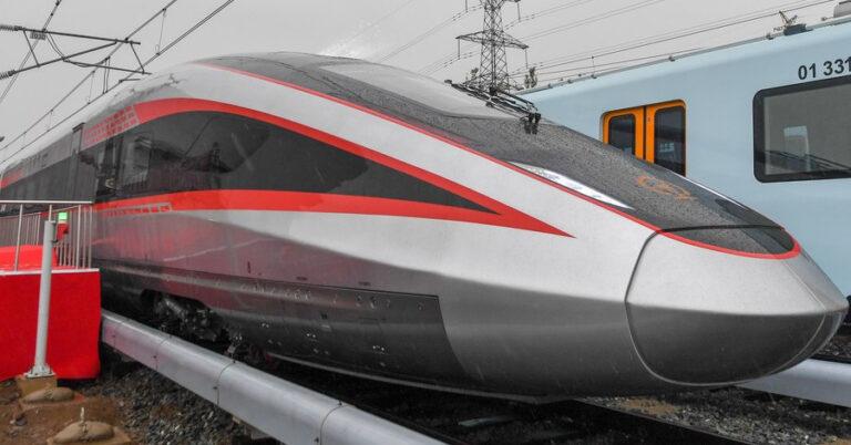 El primer tren de alta velocidad con ancho variable fabricado en China durante su presentación
