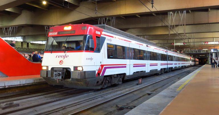 Unidad 446 de Renfe Cercanías en Atocha. Foto: Diogo Martins
