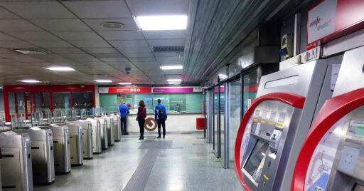 Vestíbulo de la estación de Renfe en Fuengirola