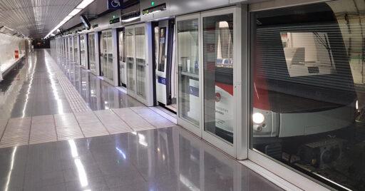 Tren de la serie 9000 del metro de Barcelona sin maquinista, en la estación Torrassa de la línea 10. Foto (BY CC SA): 9pm