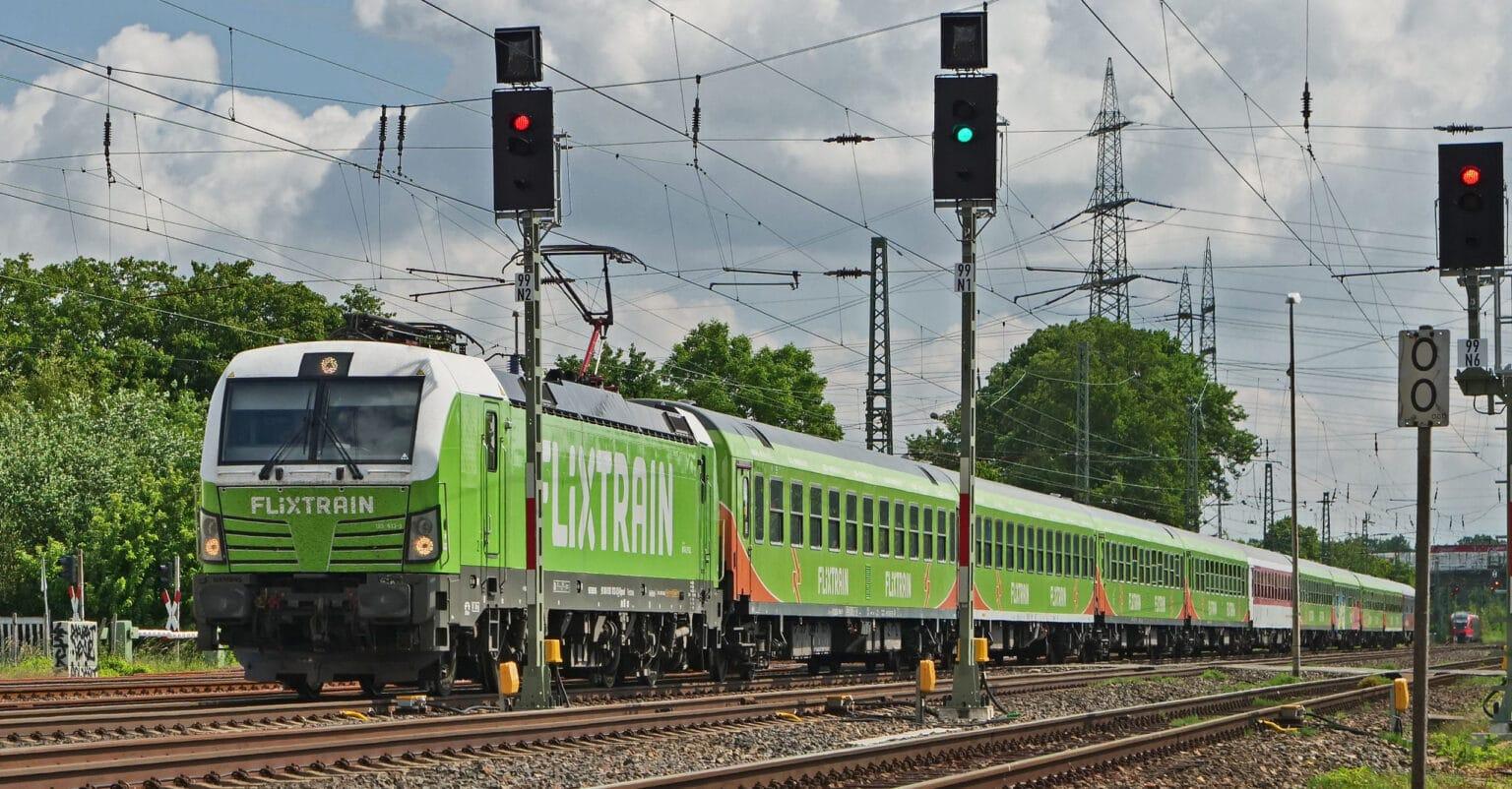 Tren de Flixtrain circulando por Alemania