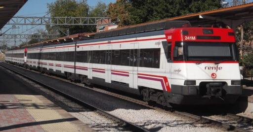 Doble de 446 de Cercanías Madrid pasando por la estación de Villaverde Alto. ATTILA NÉMETH.
