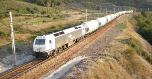 Tren de Renfe Mercancías pasando por La Granja entre León y Monforte de Lemos. JT CURSES
