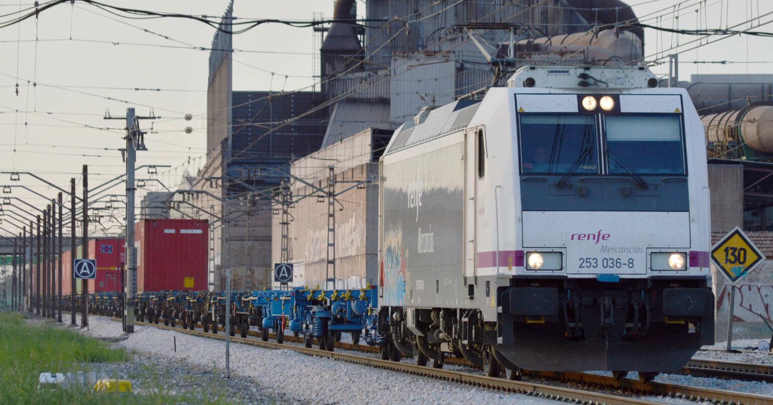 Tren portacontenedores de OPDR operado por Renfe Mercancías pasando por Getafe. FURBYTRENES.