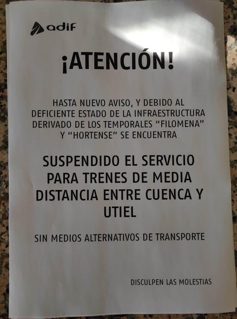 Cartel de Adif que anuncia la suspensión del servicio y la ausencia de medios de transporte alternativos.