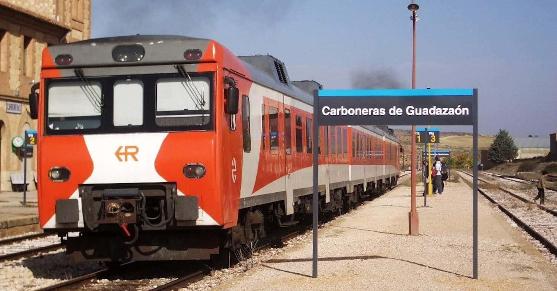 Regional de la serie 592 saliendo hacia Madrid desde la estación de Carboneras en 2005. ADRIÀ PÀMIES