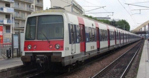 Tren de la serie MI 79 de la RAPT, que será sustituida por los nuevos trenes de la serie MI20 fabricados por CAF, fotografiada en una estación de la línea B del RER de París. Dominio público. ALEXANDRE