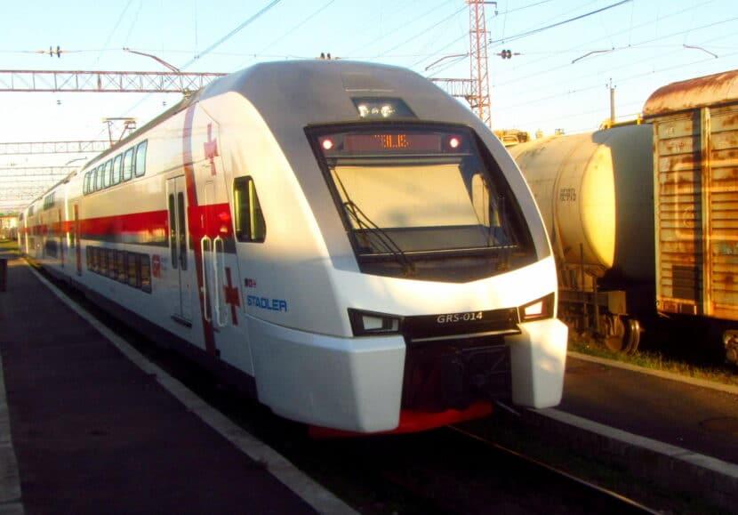 Stadler KISS de los ferrocarriles de Georgia camino de Tbilisi. VICUNA R.