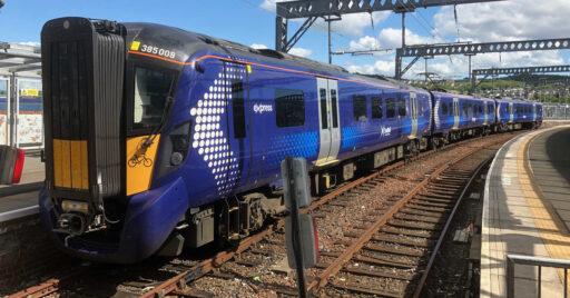 Tren de la serie 385 de ScotRail en Gourock. DAVE SOUZA.