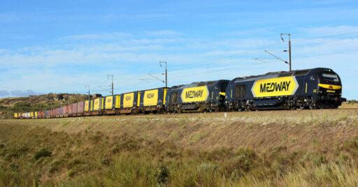 Tren de mercancías de Medway circulando por las proximidades de Guarda. NELSO SILVA.