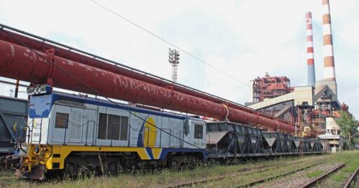Tren de tolvas de Feve en la estación de Aboño con la locomotora 1614 en cabeza. IAGO_GV.