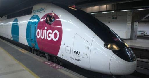 Tren de Ouigo estacionado en Barcelona Sants. VÍCTOR CONTRERAS